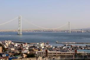 淡路IC.SAから明石海峡大橋を望むの写真素材 [FYI01545743]