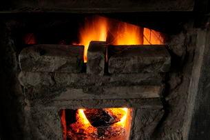 紀州備長炭の窯の写真素材 [FYI01545762]