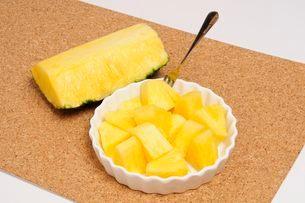 果物・パイナップルの写真素材 [FYI01545789]