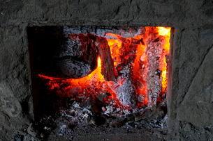 紀州備長炭の窯の写真素材 [FYI01546048]