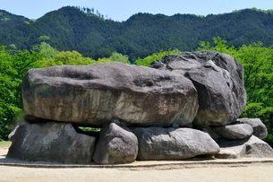 奈良 新緑の石舞台古墳の写真素材 [FYI01546335]