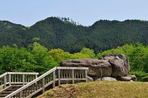 奈良 新緑の石舞台古墳周辺の写真素材 [FYI01546791]