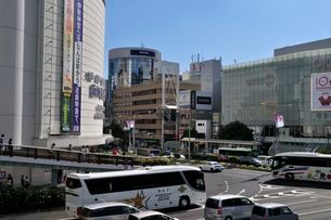 神戸 三宮交差点の街並みの写真素材 [FYI01546858]