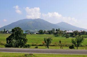 蒜山高原から三山を見るの写真素材 [FYI01547056]