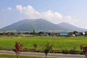 蒜山高原から三山を見るの写真素材 [FYI01547228]