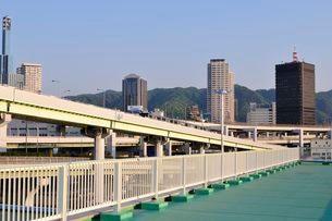 神戸 ポートターミナル駅から三宮の街並みの写真素材 [FYI01547244]