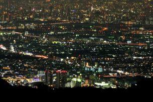 東六甲展望台から阪神間の夜景の写真素材 [FYI01547285]