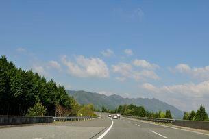 高速道路 舞鶴若狭自動車道の写真素材 [FYI01547622]