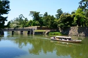 松江城 堀川遊覧船の写真素材 [FYI01547786]