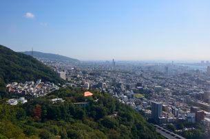 神戸布引ハーブ園ロープウェイから三宮の街並みの写真素材 [FYI01547828]