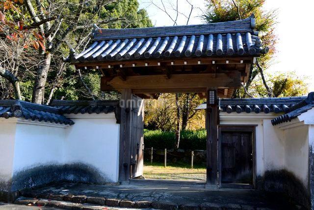 龍野城 霞城・櫓からの門の写真素材 [FYI01547831]
