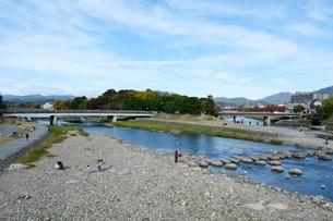 京都,鴨川の上流の写真素材 [FYI01547994]