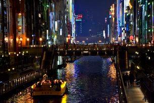 道頓堀の夜景の写真素材 [FYI01548066]