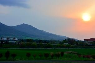新緑,蒜山高原の朝日の写真素材 [FYI01548706]