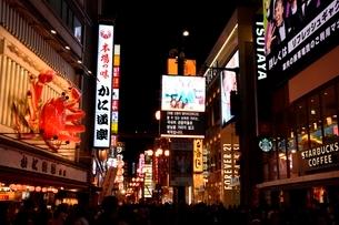大阪,道頓堀の夜景の写真素材 [FYI01548864]