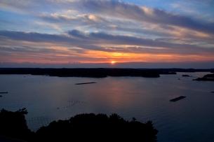 賢島から見たあご湾の夜明けの写真素材 [FYI01549022]