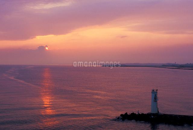 新潟港の朝日の写真素材 [FYI01549159]