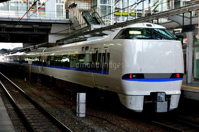 JR大阪駅に停車の特急サンバ-ドの写真素材 [FYI01549242]