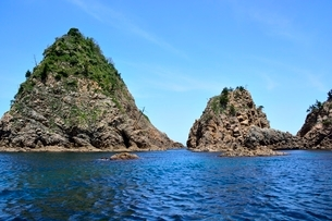 名勝,観光船で浦富海岸めぐり,菜種島,菜種五島の写真素材 [FYI01549614]