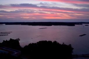 賢島から見たあご湾の夜明けの写真素材 [FYI01551210]