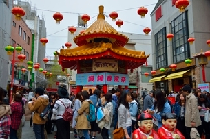 神戸 南京町広場の写真素材 [FYI01551222]