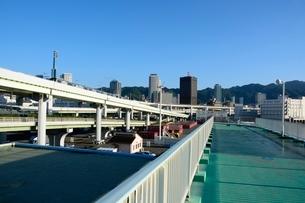 早朝の弟四突堤から三宮方面を見るの写真素材 [FYI01551436]