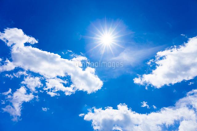 太陽と雲の写真素材 [FYI01554077]