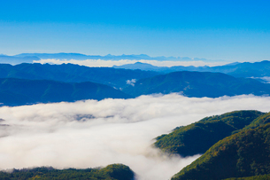 雲海と山並みの写真素材 [FYI01554170]