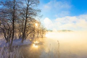 木崎湖と朝日の写真素材 [FYI01554706]