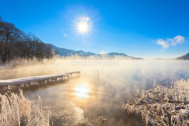 木崎湖と朝日の写真素材 [FYI01555170]