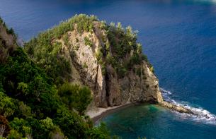 高台から見た父島の海の写真素材 [FYI01556032]