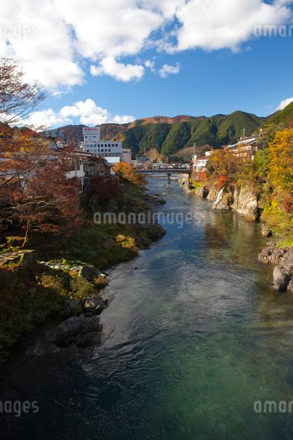川が流れる郡上八幡の写真素材 [FYI01556209]