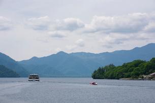 中禅寺湖クルーズ船の写真素材 [FYI01556675]