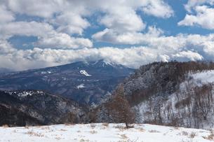 美ヶ原 雪と山並みの写真素材 [FYI01556692]