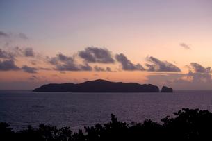 母島の夕景の写真素材 [FYI01556700]
