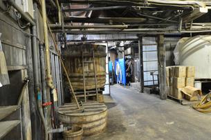 昔ながらの醤油製作所の写真素材 [FYI01556822]