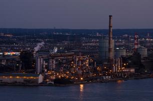 千葉ポートタワーから見た京葉工業地帯の夕景の写真素材 [FYI01556869]