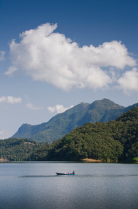 ポカラ ベグナス湖の写真素材 [FYI01557086]