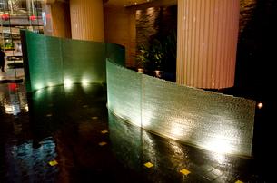 バンコク市街 ホテルのイルミネーションの写真素材 [FYI01557092]
