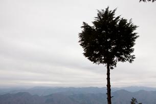 甲東三山から見た山並みの写真素材 [FYI01557375]