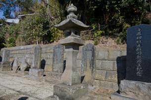 千勝神社 石塔の写真素材 [FYI01557440]