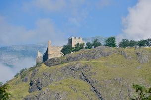 崖に立つ要塞の写真素材 [FYI01557515]