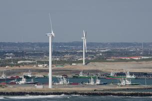 銚子ポートタワーから見た北総台地の風車群の写真素材 [FYI01557652]