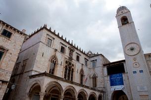 スポンザ宮殿と市の鐘楼と時計の写真素材 [FYI01557732]