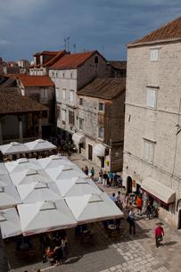 鐘楼から見た旧市街と観光客の写真素材 [FYI01557764]