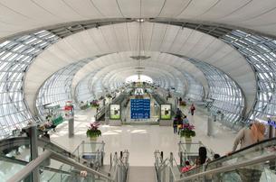 バンコク国際空港 ロビーの写真素材 [FYI01558246]