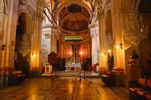 大聖堂内部 床は墓標の写真素材 [FYI01558272]