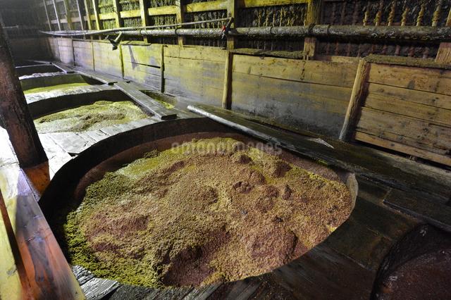 昔ながらの醤油製作所の写真素材 [FYI01558493]