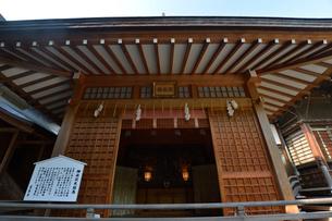 葛飾八幡神社の大神楽殿の写真素材 [FYI01558496]