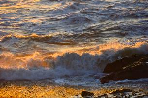 大洗海岸の波しぶきの写真素材 [FYI01558541]